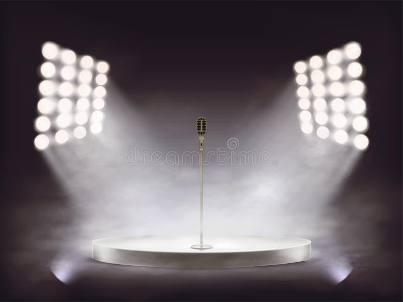 étape réaliste avec le microphone et la fumée photographie stock libre de droits