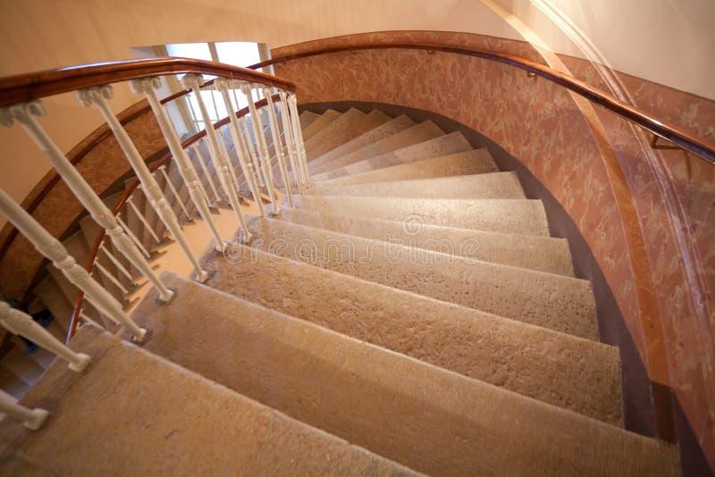Étapes d'escalier en spirale images stock