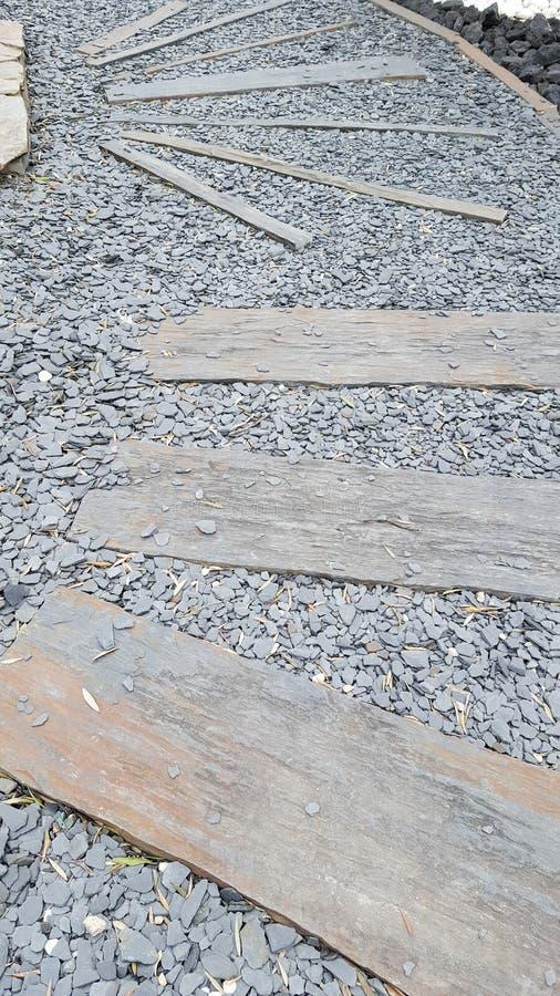 Étapes de pierre de chemin de zen du Japon dans le jardin photographie stock