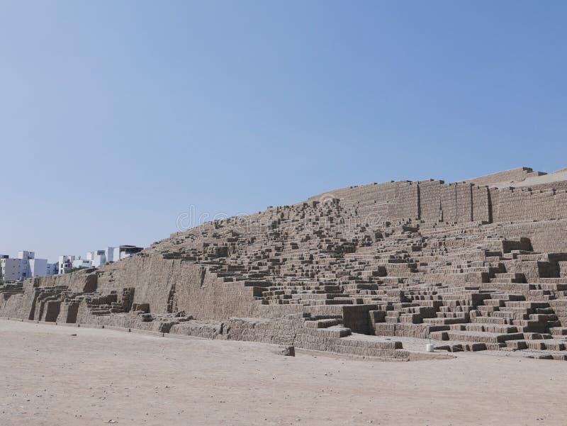 Étapes de pyramide chez Huaca Pucllana dans Miraflores, Lima images libres de droits