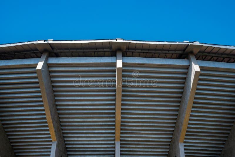 Étapes du stade de football de Tbilisi de l'extérieur image libre de droits