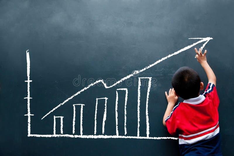 État de ventes de retrait de garçon sur le mur photo stock