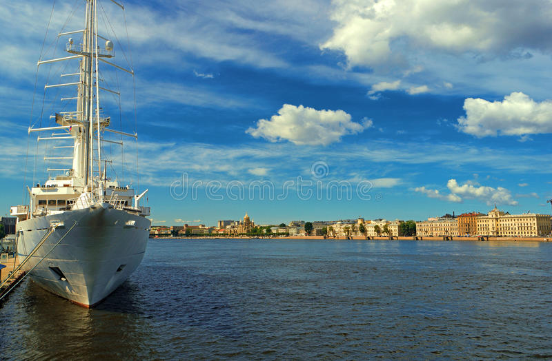 Étendue de la rivière Malaya Neva à St Petersburg photo libre de droits