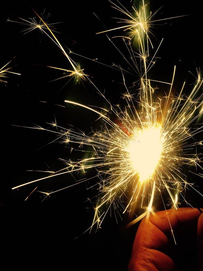 Étincelles dans la célébration de nught de diwali image stock