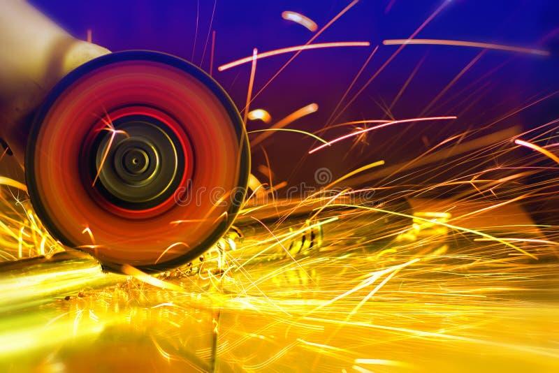Étincelles de scie circulaire photographie stock libre de droits