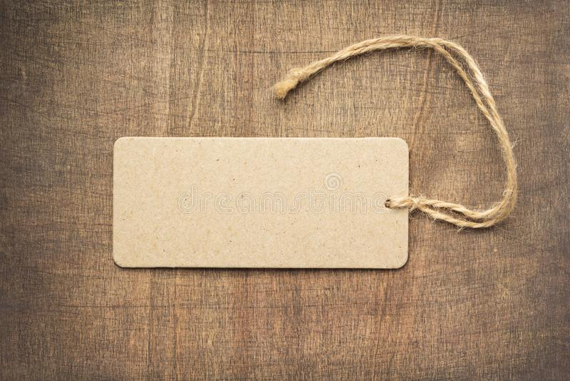 Étiquette au fond en bois t images libres de droits