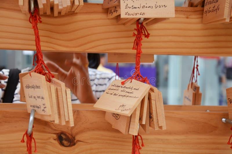 Étiquette d'Ema Wood ou label en bois pour prier pour la bonne chance, heureuse, autre photographie stock libre de droits