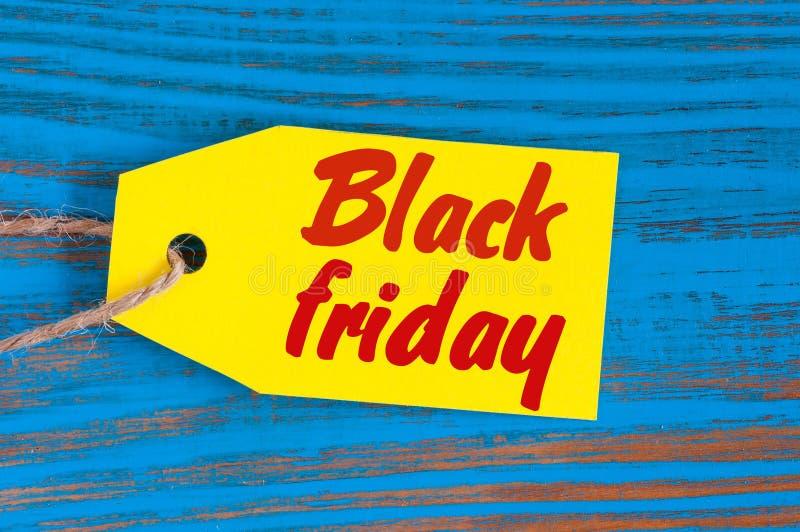Étiquette jaune de ventes de Black Friday Concevez en vente, remise, la publicité, prix à payer de vente des vêtements, l'ameuble images libres de droits