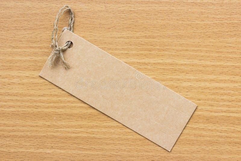 Étiquette vide texturisée attachée avec de la ficelle brune Prix à payer image libre de droits