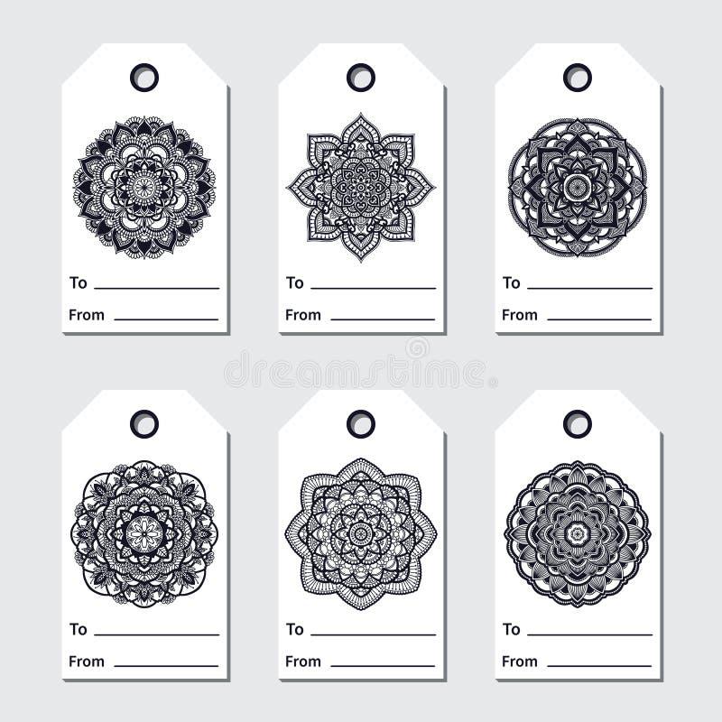 Étiquettes de cadeau réglées avec le mandala Ornement rond ethnique Motif oriental de l'arabe marocain indien tiré par la main Yo illustration libre de droits