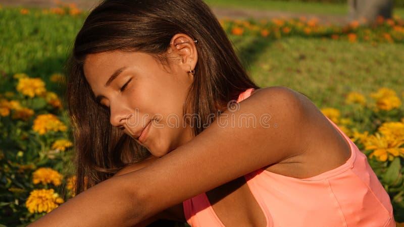 Étirage de l'adolescence de fille photo libre de droits