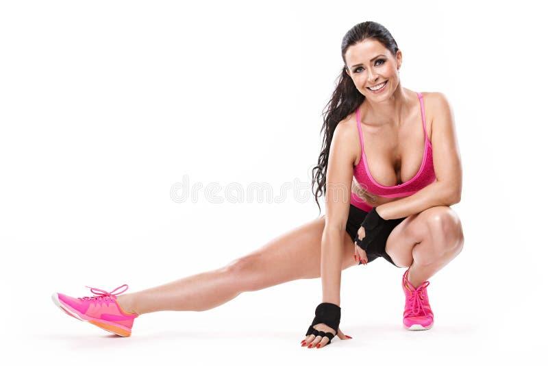 Étirage de la femme sexy de belle forme physique image libre de droits