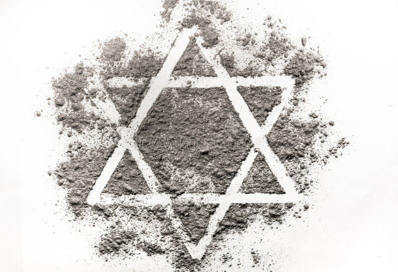 Étoile de David faite de cendres images stock