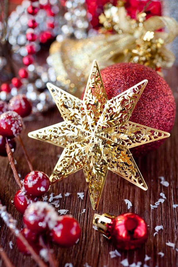 Étoile et décorations de Noël image stock