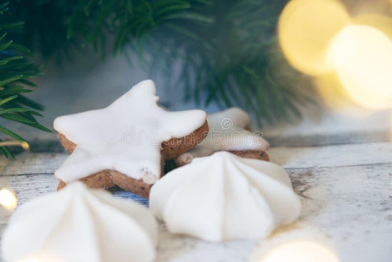 Étoile et meringue de cannelle de Noël photos libres de droits