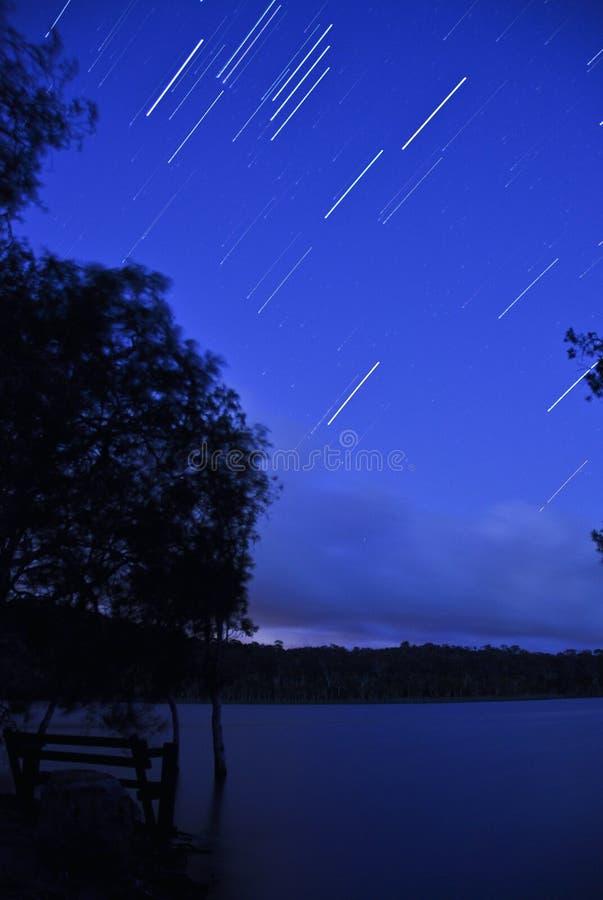 Étoiles au-dessus de lac Brown photos stock