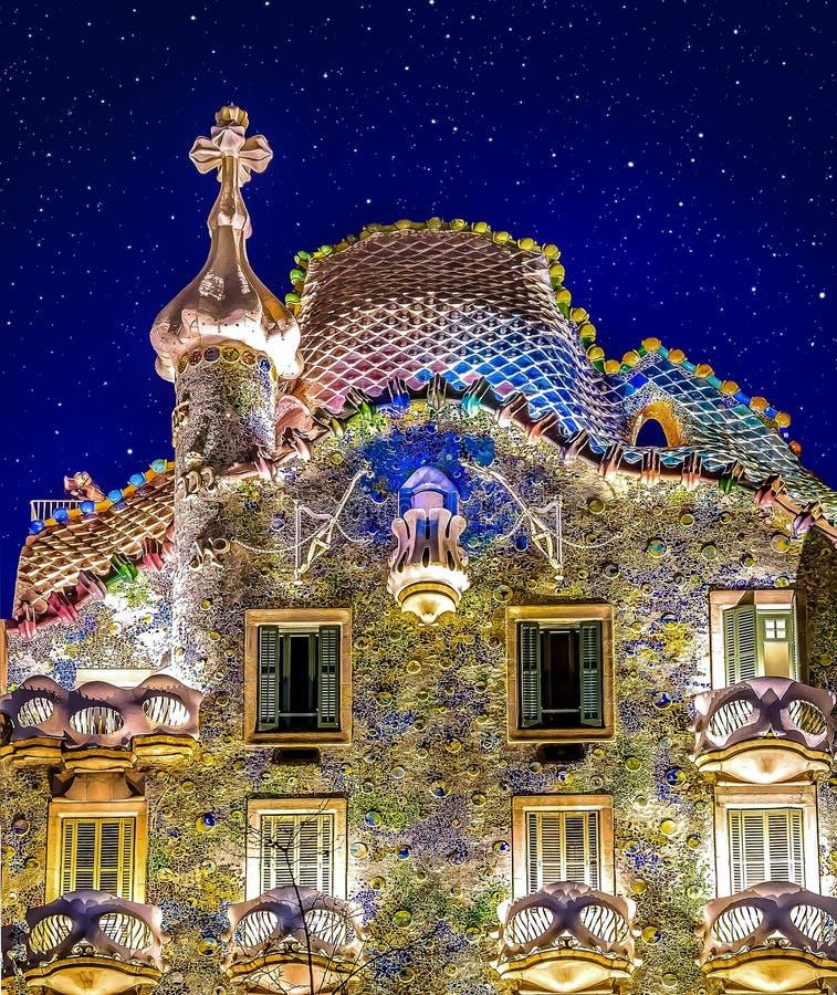 Étoiles au-dessus de maison Batllo photo libre de droits
