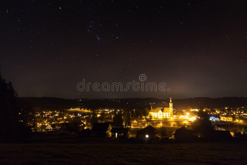 Étoiles d'Orion au stpeter de nuit photo libre de droits