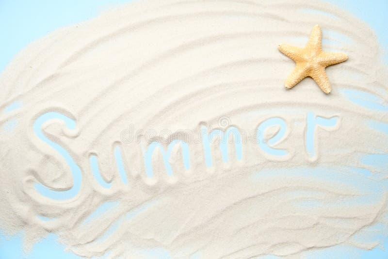 Étoiles de mer de fond de bannière de sable de typographie d'été photographie stock libre de droits