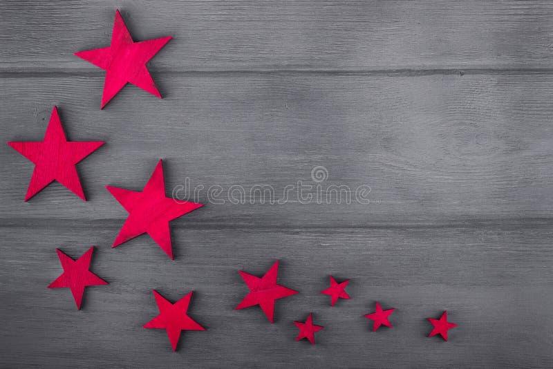Étoiles de Noël sur le fond en bois Vue supérieure Copiez l'espace photo stock