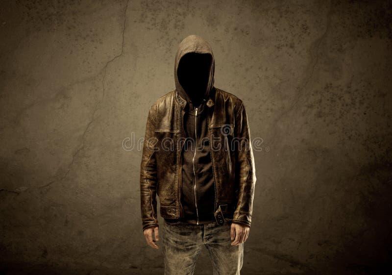 Étranger à capuchon secret dans l'obscurité photos libres de droits