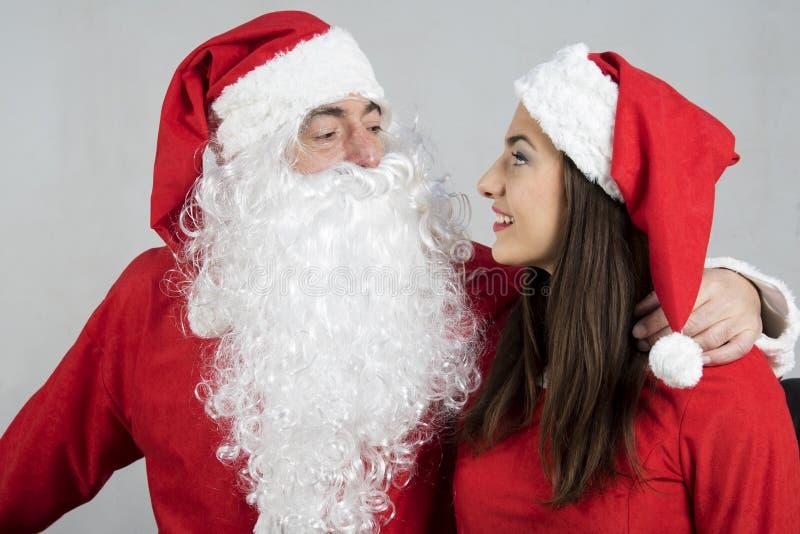 Étreinte de Santa Claus la fille de sourire de Santa photo stock