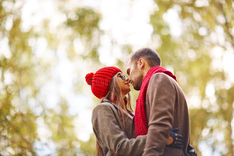 Étreinte romantique photo libre de droits