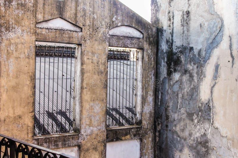 Étroit de construction de mur de Chambre de cru beau photographie stock libre de droits