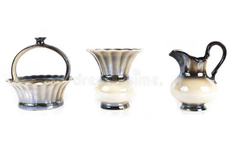 Étroit de vase, de cruche et de sucrier d'isolement sur le fond blanc photographie stock