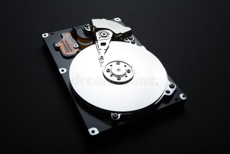 Étroitement de démontez l'unité de disque dur du PC, hdd avec l'effet de miroir image stock