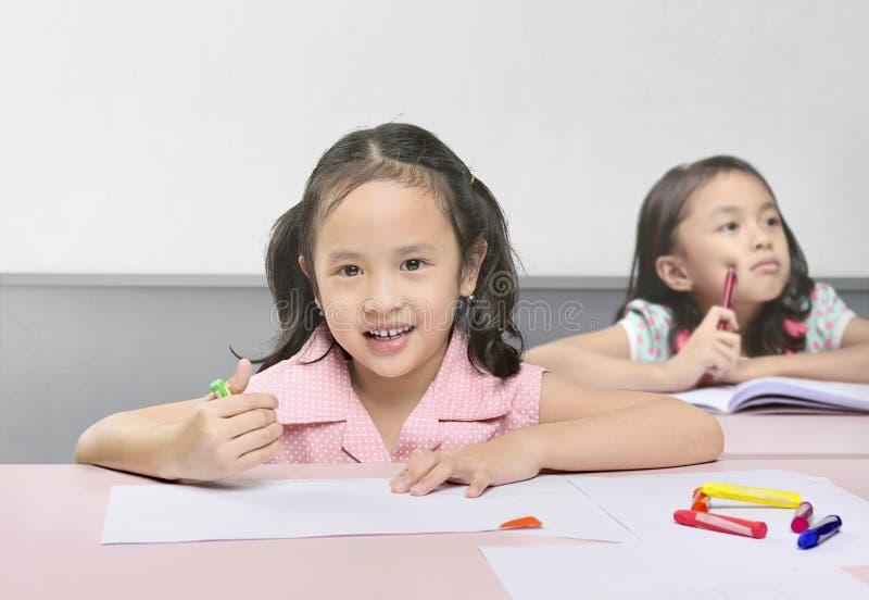 Étude asiatique mignonne d'enfants photo libre de droits