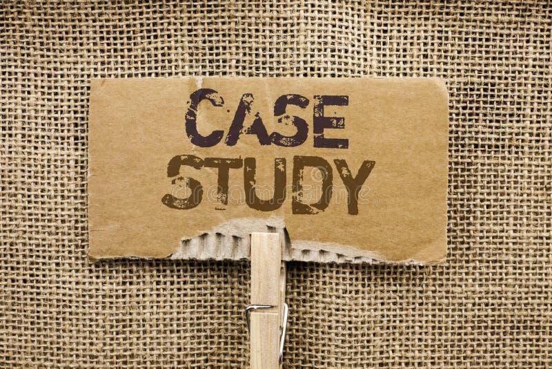 Étude de cas d'apparence de note d'écriture L'analyse de présentation de l'information de recherches de photo d'affaires observen photos stock