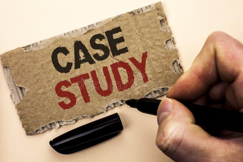 Étude de cas d'apparence de note d'écriture L'analyse de présentation de l'information de recherches de photo d'affaires observen photographie stock