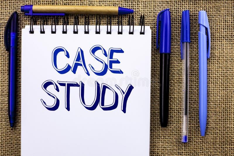 Étude de cas d'apparence de note d'écriture L'analyse de présentation de l'information de recherches de photo d'affaires observen photos libres de droits