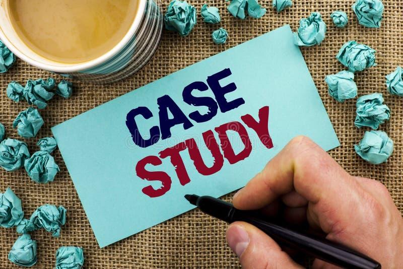 Étude de cas d'apparence de note d'écriture L'analyse de présentation de l'information de recherches de photo d'affaires observen images libres de droits