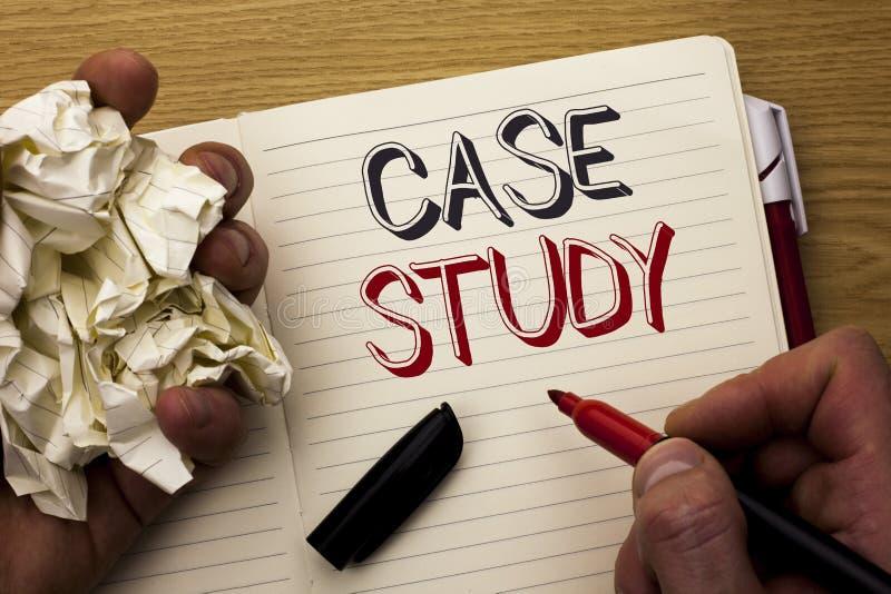Étude de cas des textes d'écriture L'analyse de l'information de recherches de signification de concept observent qu'apprendre di image libre de droits