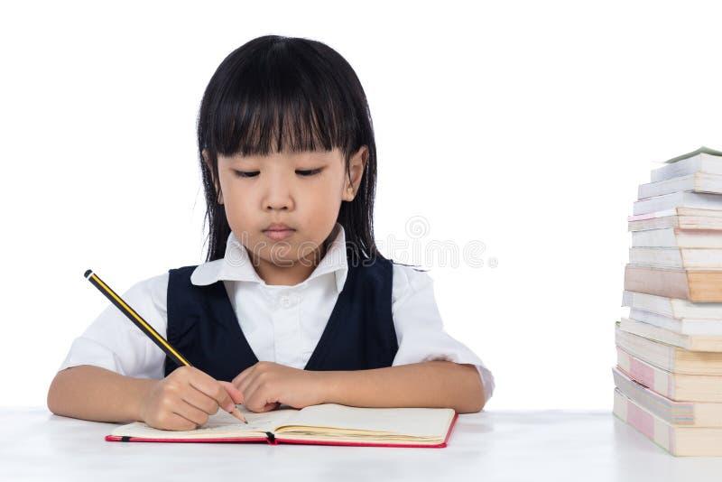 Étude de port chinoise asiatique d'uniforme scolaire de petite fille image libre de droits