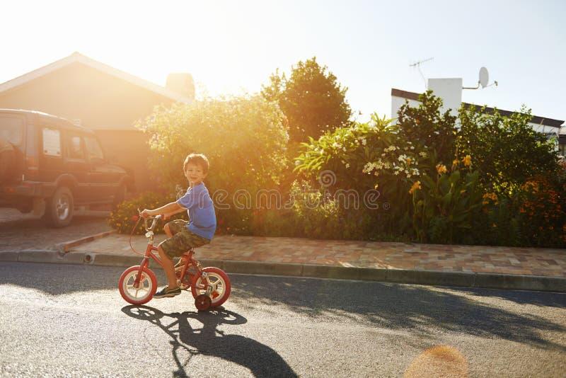 Download Étude pour monter image stock. Image du voisinage, extérieur - 45370265