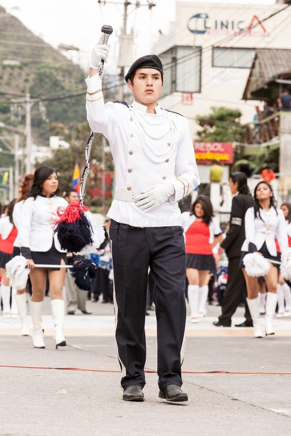 Étudiant équatorien habillé par blanc de lycée photos stock