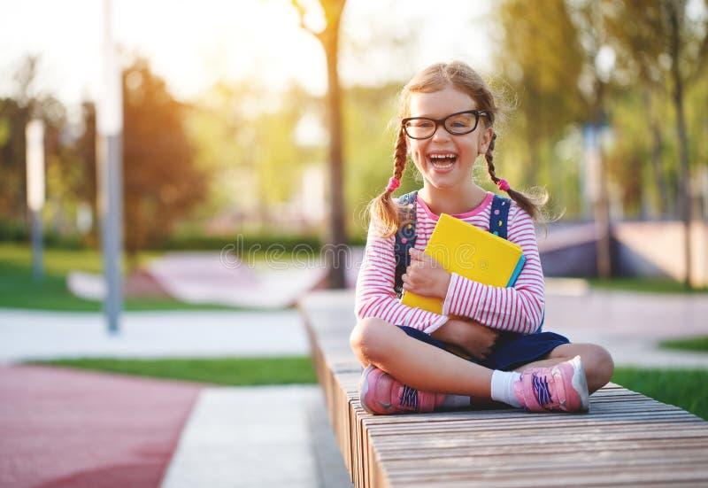 Étudiant d'école primaire d'écolière de fille d'enfant image stock