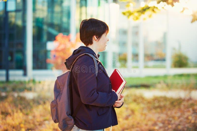 Étudiant de campus images stock