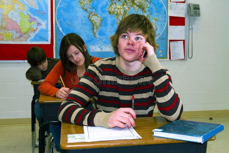 Étudiant de l'adolescence dans le lycée image stock