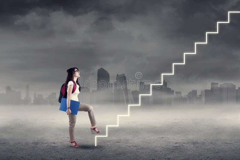 Étudiant intensifiant sur des escaliers illustration stock