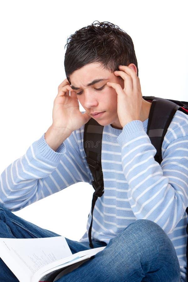 Étudiant mâle bel ayant le mal de tête de la tension photographie stock