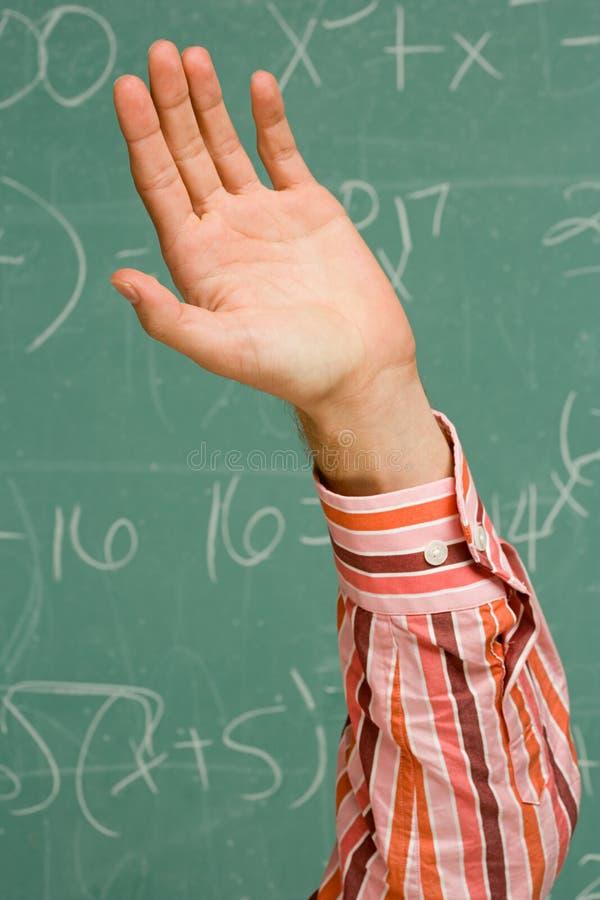 Étudiant masculin avec sa main augmentée photographie stock libre de droits