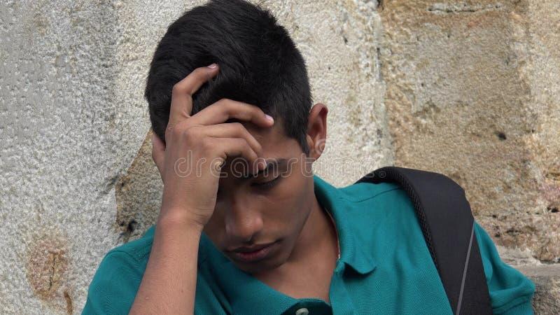 Étudiant masculin de l'adolescence triste et seul images libres de droits