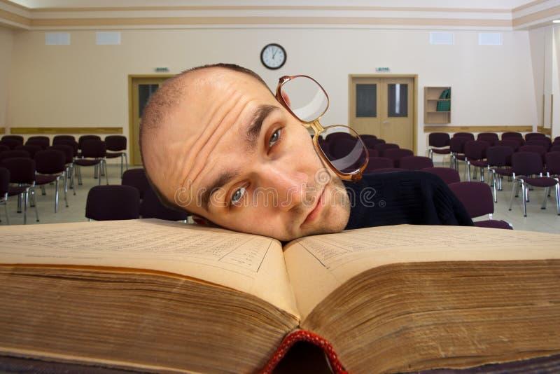 Étudiant somnolent épuisé photos libres de droits