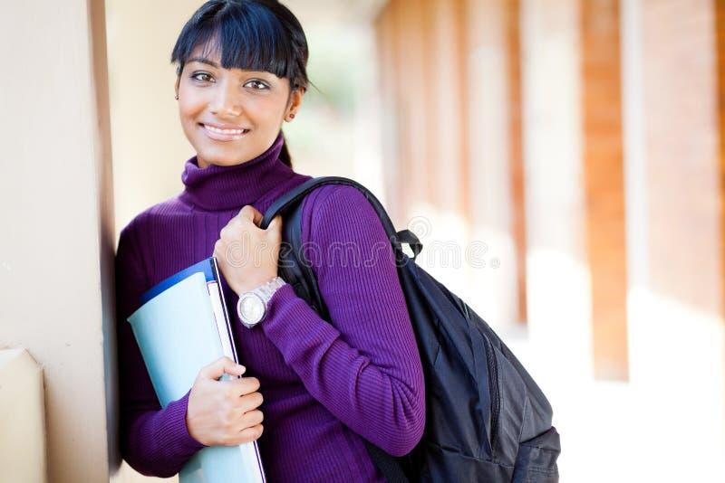 Étudiant universitaire féminin image stock
