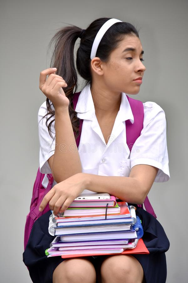 Étudiante colombienne mignonne apathique Wearing School Uniform avec des livres photos libres de droits
