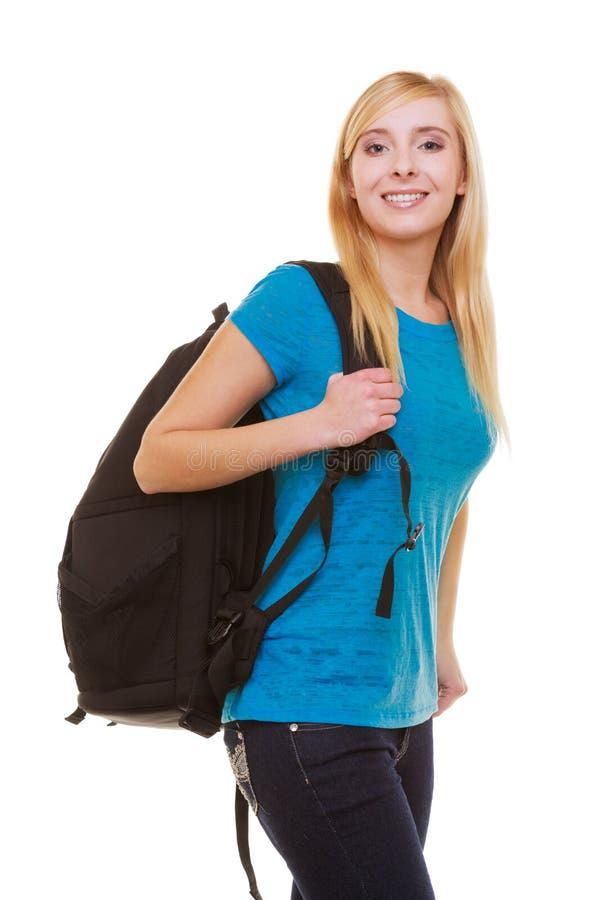 Étudiante de sourire blonde occasionnelle de fille de portrait avec le sac à dos de sac d'isolement photo stock